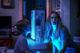 人気恐怖映像を『死霊館』『ソウ』の監督が映画化! 夜、電気を消せなくなる? この夏注目のホラー作品『ライト/オフ』