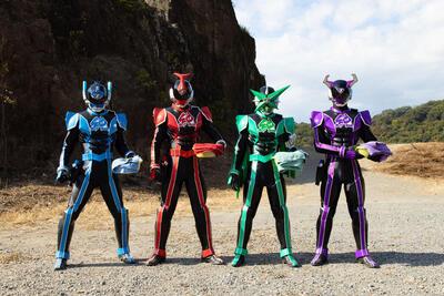 第93回 日本のヒーロー文化から生まれた歌謡アイドル映画『スーパー戦闘 純烈ジャー』
